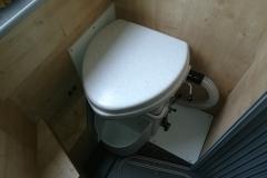 """Im Burow Sprinter hätte die Toilette, wegen der Duschwand, """"fast"""" nicht gepasst."""